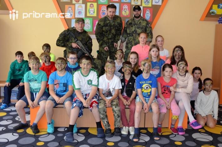 Armáda pojala celou vyučovací hodinu formou, …