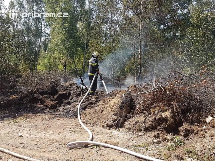 Profesionální hasiči z HZS Středočeského kraje …