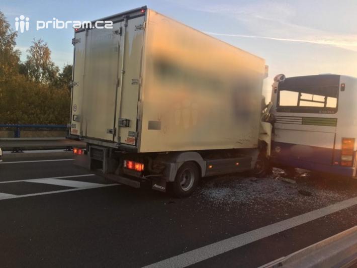 Dopravní nehoda dvou autobusů a dodávky …