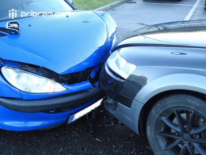 Dopravní nehoda osobních vozidel značek Audi a …