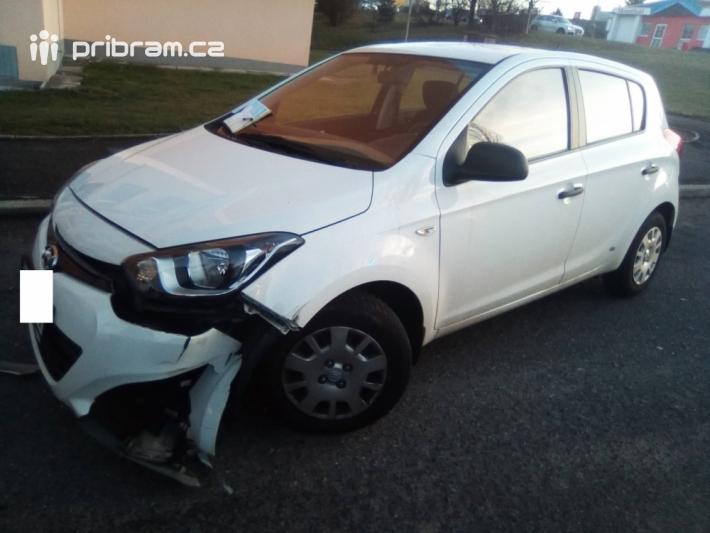 Dopravní nehoda ve Školní ulici momentálně …