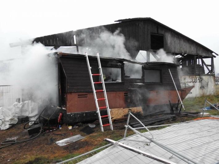 Tři jednotky hasičů momentálně zasahují v obci …
