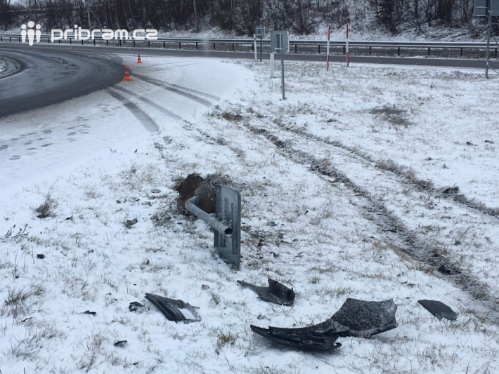 Dopravní nehoda - sjezd z dálnice D4