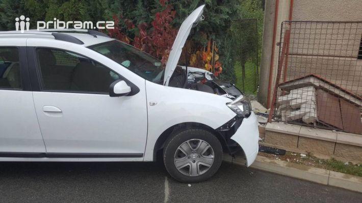 Zraněný řidiča zdemolovaný plot …