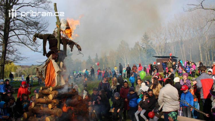 Čarodějnice na Nováku: přijďte v kostýmu, opečeme si kouzelné špekáčky a uvaříme rozličné lektvary