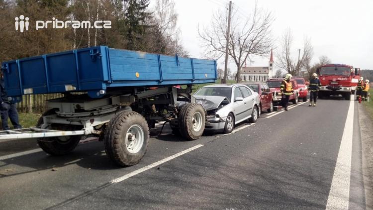 Právě teď: Dopravní nehoda se zraněním povolala veškeré složky IZS