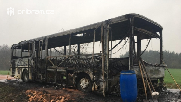 Aktuálně: Plameny zachvátily autobus