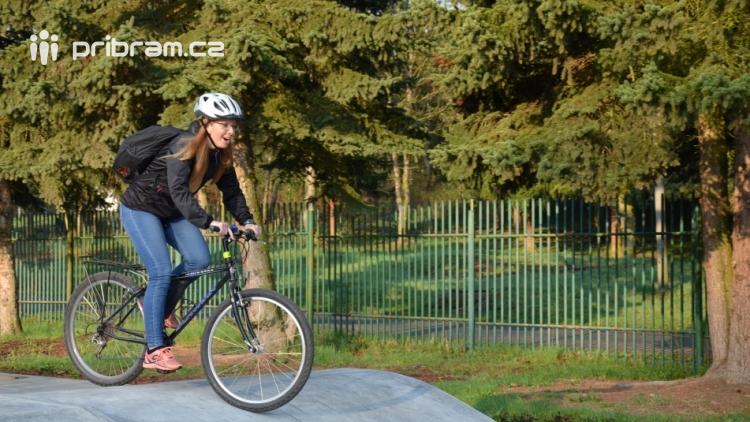 Skatepark v areálu Nového rybníka otevře exhibice zkušených jezdců. Stoupne si na prkno i paní místostarostka?