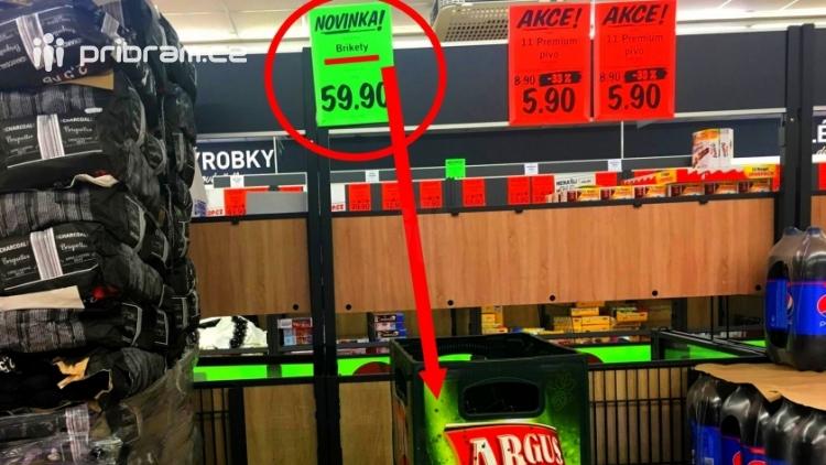 FOTO DNE: Zpráva pro všechny pivaře - v supermarketu mají brikety se speciální pivní příchutí