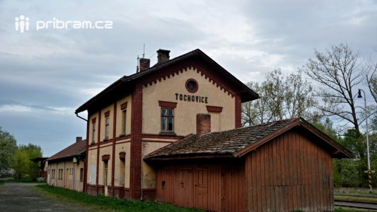 Po zapomenuté železnici z Tochovic k přehradě Orlík