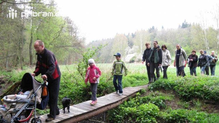 Přijďte oslavit Den rodin procházkou v přírodě po Stezce Karla Čapka, ohýnkem a pohádkou