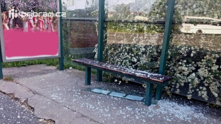Další příbramská zastávka se znelíbila vandalům?