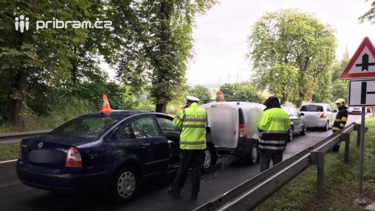 Aktuálně: Hromadná nehoda uzavřela jízdní pruh na Strakonické, tvoří se dlouhé kolony