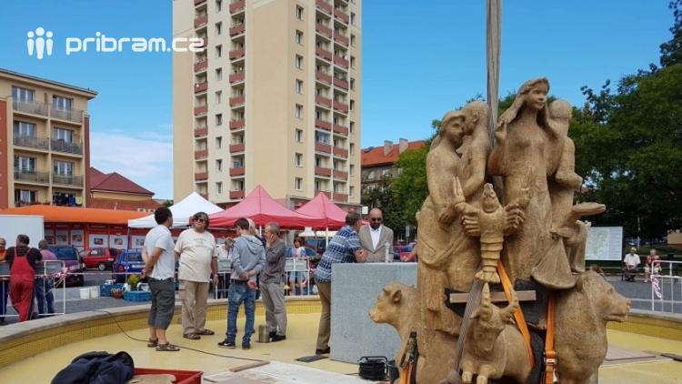 Dominanta náměstí 17. listopadu je zpět