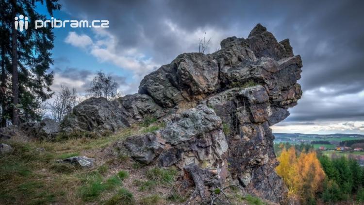 Naučná stezka povede kolem Draka v Žežických skalách