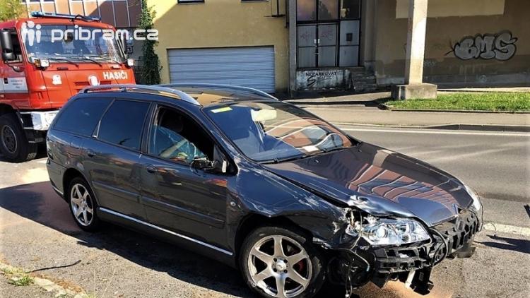 Citroën vjel zaparkovanému autu až do kufru