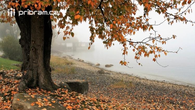 Do pátku léto, od soboty podzim. O víkendu se výrazně ochladí a podle meteorologů bude pršet