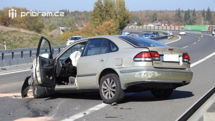 Aktuálně: Namol opilý řidič způsobil dopravní nehodu na dálnici D4