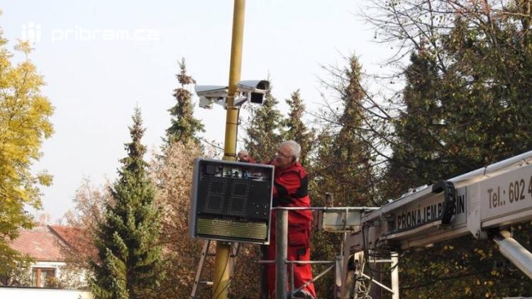 Zapomnětlivým řidičům připomenou povolenou rychlost další měřiče