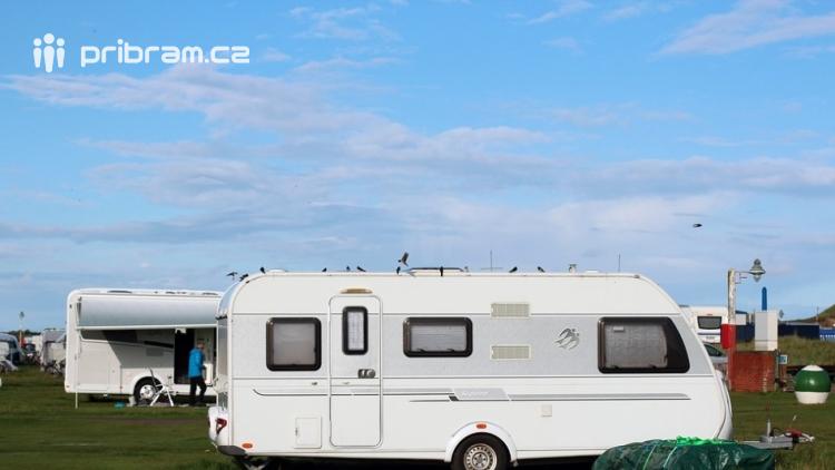 Zazimované karavany lákají zloděje