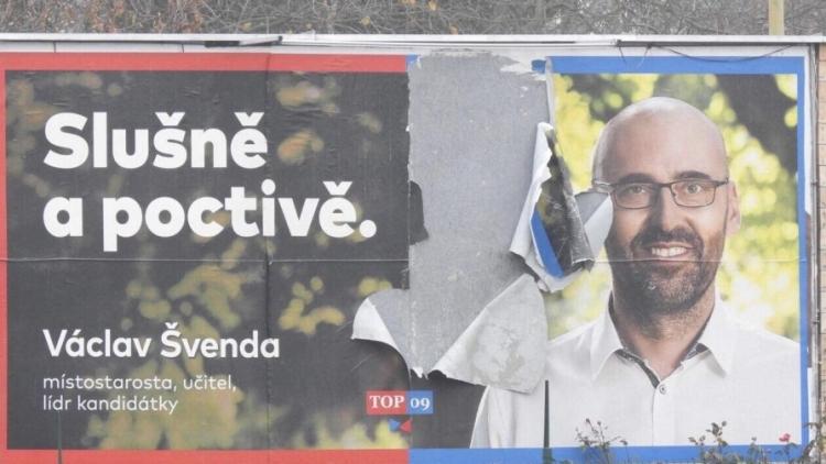 Foto dne: Můžete si zkontrolovat sliby politiků, volební poutače jsou stále v ulicích