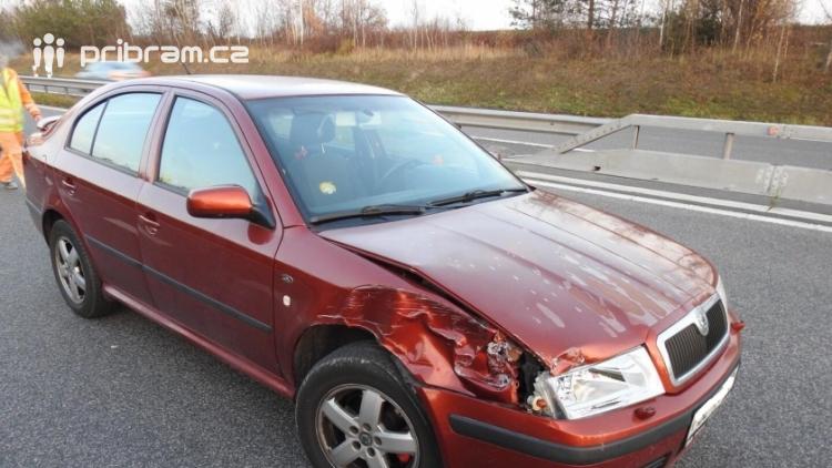 """Aktuálně: Nárazem do """"šipky"""" skončila nehoda na dálnici D4"""