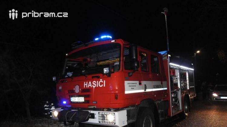 Požár přístřešku si vyžádal zásah hasičů