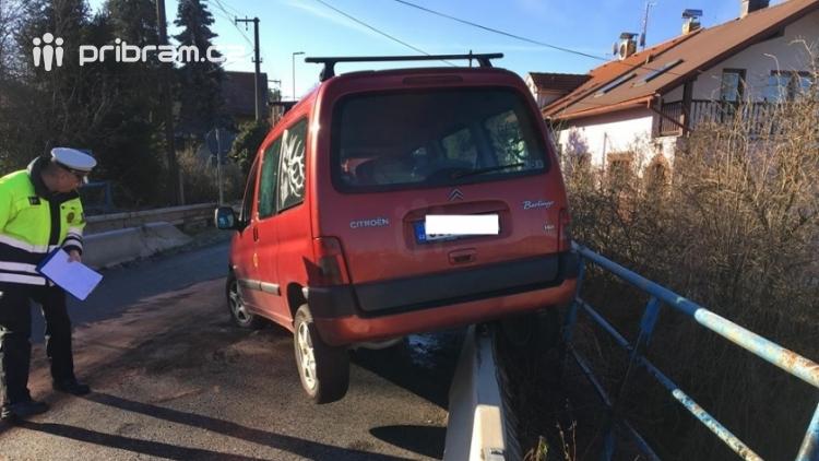 Aktuálně: Havárie Citroënu povolala hasiče do Rosovic