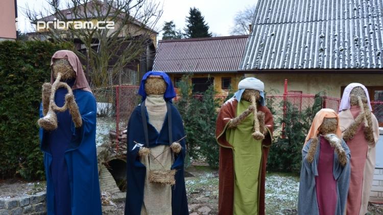 V Čenkově je k vidění ohromný betlém ze sena
