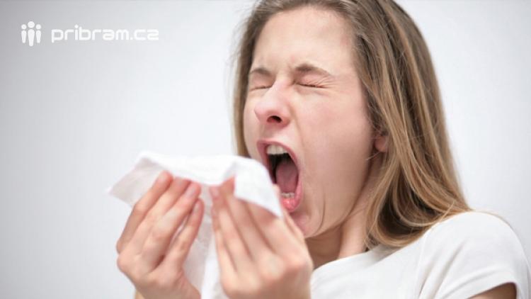 Nemocných s infekcí dýchacích cest ve středních Čechách přibylo