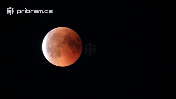 Zítra časně ráno nás čeká úplné zatmění Měsíce