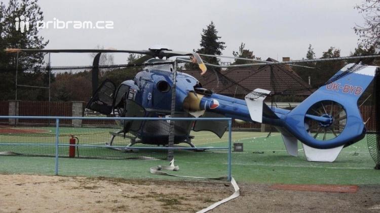 Policie stále nezná škodu na havarovaném vrtulníku