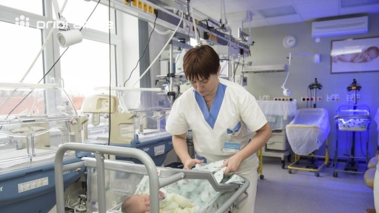 Počet porodů roste, v Příbrami vloni rodilo 1238 maminek