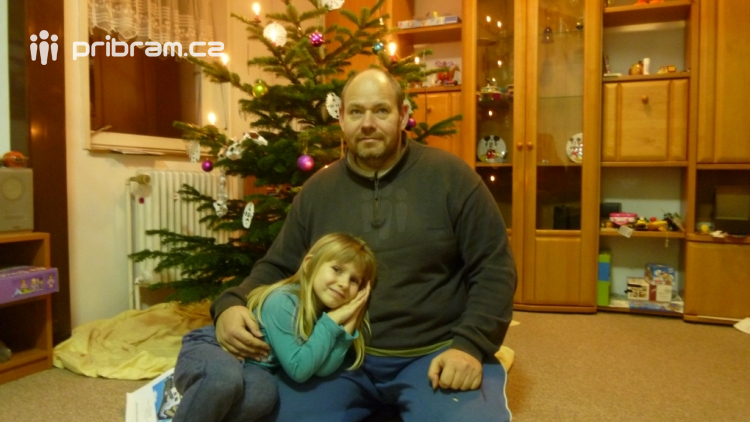 Policisté pátrají po čtyřleté holčičce