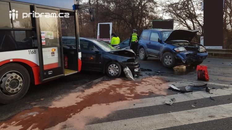 Aktuálně: Ranní špičku komplikuje nehoda dvou vozidel s autobusem