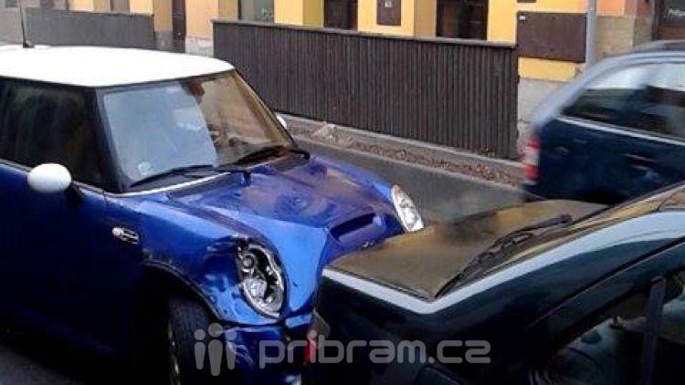 Dvě auta se srazila v Rožmitálské