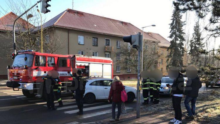 Dvě nehody v Žežické: Jednou auto bez technické, podruhé opilá řidička