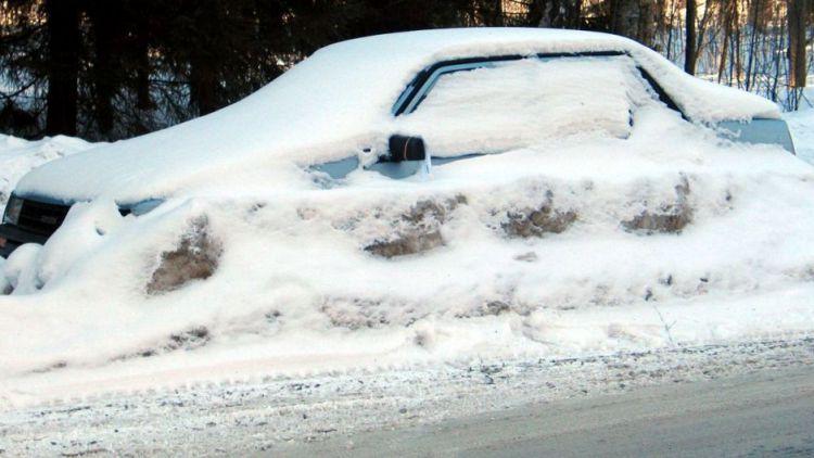 Za neočištěné auto od sněhu hrozí i pokuta