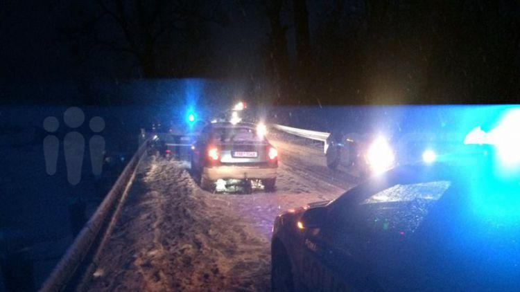 Nehoda osobního vozu komplikuje provoz na Strakonické