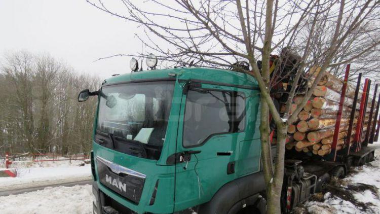 Během čtvrtečních nehod na náledí vznikla škoda přes 600 tisíc korun