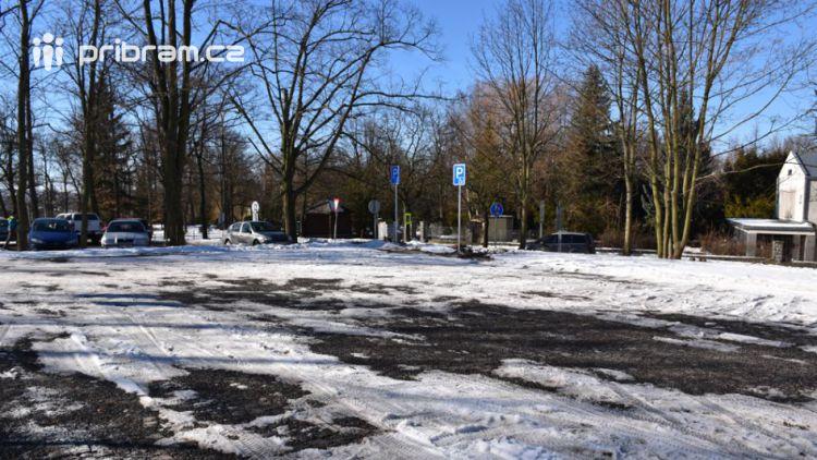 Na Hvězdičce se otevřelo nové parkoviště, nabízí 30 parkovacích míst