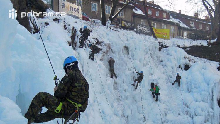 Dělostřelci z Jinců se školili na ledové lezení