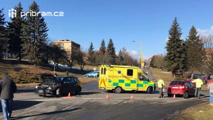 U aquaparku se srazily dva vozy, hlášeno je zranění