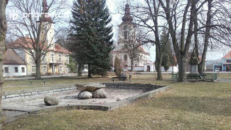 Petrovické náměstí potřebuje opravu, pomoci s ním mají studenti