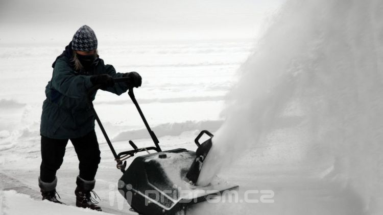 Město hledá firmu, která v zimě uklidí před úřady, nabízí 130 tisíc