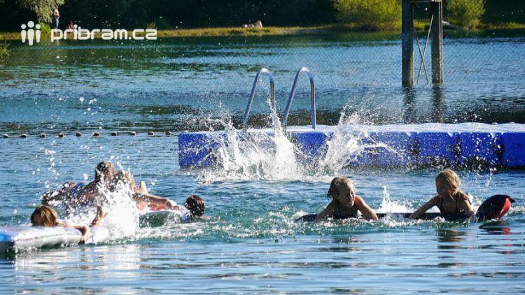 V Petrovicích u Sedlčan by si veřejnost přála bazén, čísla ale mluví proti