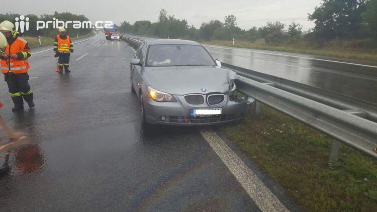 Pozor na dálnici D4, dopravní nehoda uzavřela jeden jízdní pruh