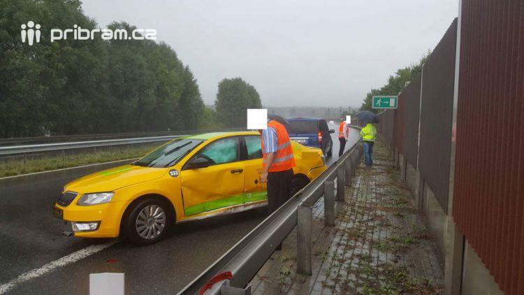 Další nehoda na dálnici D4, po střetu dvou vozidel je neprůjezdný jeden jízdní pruh