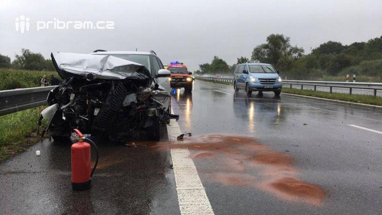 Den plný nehod na dálnici D4 připisuje další čárku v pomyslném kalendáři