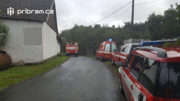 Aktuálně: U Nalžovic po zásahu bleskem došlo k požáru uskladněné slámy